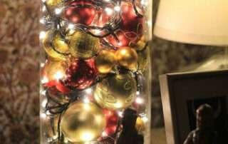 Ёлочные игрушки и гирлянда в коробке: новогодня ёлка без ёлки