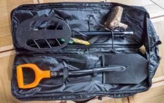 МД и лопата в рюкзаке фото