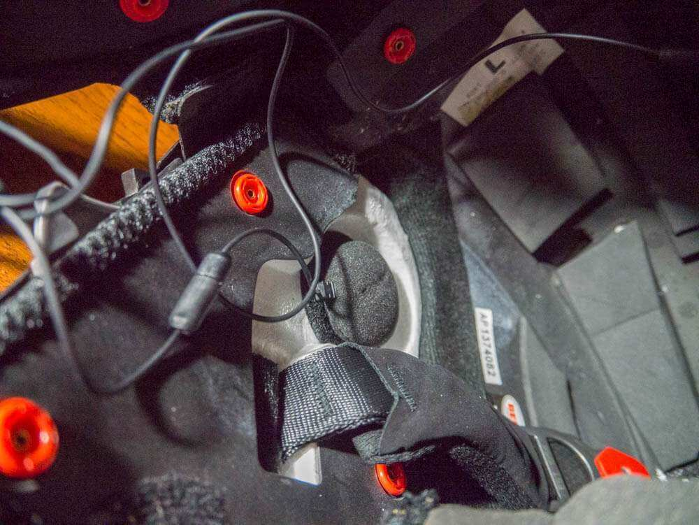 Укладка проводов мото гарнитуры внутри шлема