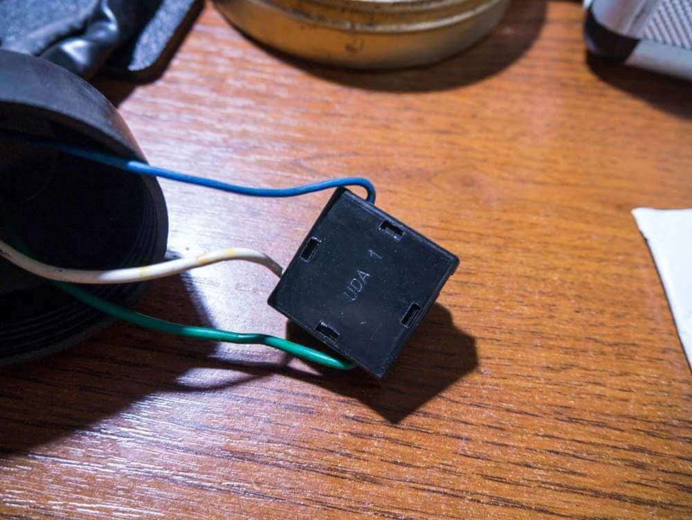 Shineray X-trail LED разъем в фару ближний/дальний